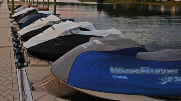 Boat Lifts – Boat Lifts & Docks